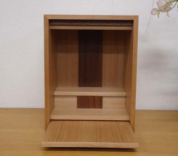 DUO仏壇 省スペースでも置くことのできる、小型仏壇 高さは33センチ、幅は28セ...  仏壇